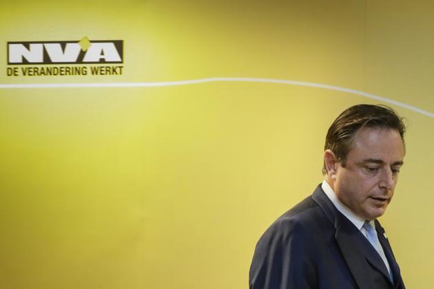 Le président du parti Bart De Wever a lancé le 8 décembre 2018 un ultimatum à Charles Michel, laissant entendre que la N-VA s'en irait si ce dernier s'envolait pour Marrakech dimanche afin d'approuverau nom de la Belgique le Pacte de l'ONU sur les migrations. [THIERRY ROGE / POOL/AFP]