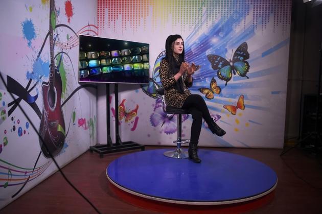 La présentatrice afghane Krishma Naz enregistre une émission pour Zan TV, le 18 février 2019 à Kaboul [WAKIL KOHSAR / AFP]