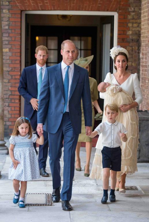 Le prince William avec son épouse Kate et leur trois enfants arrive pour le baptême du prince Louis à Londres, le 9 juillet 2018 [Dominic Lipinski / POOL/AFP]