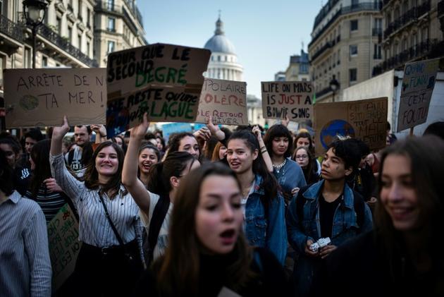 Des jeunes manifestent à Paris contre le réchauffement climatique, le 22 mars 2019 [Martin BUREAU / AFP/Archives]