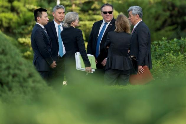 Le secrétaire d'Etat américain Mike Pompeo, entouré de ses conseillers, à Pyongyang le 6 juillet 2018 [Andrew Harnik / POOL/AFP]