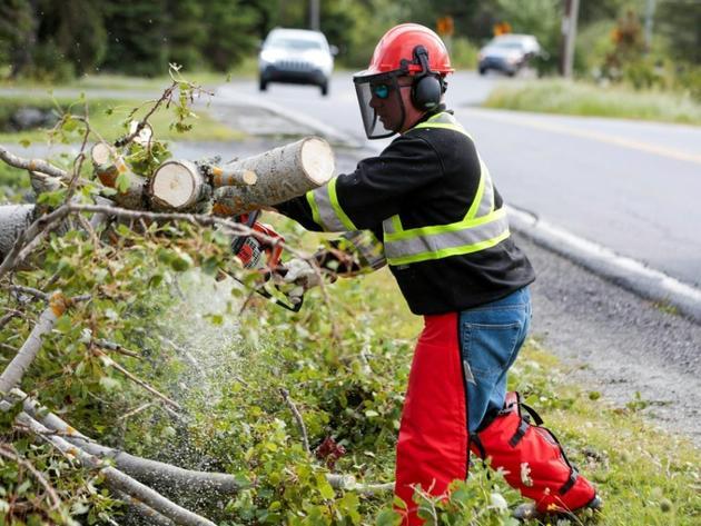 Opération de déblayage, le 8 septembre 2019 à Dartmouth, en Nouvelle-Ecosse [HO / Communications Nova Scotia/AFP]