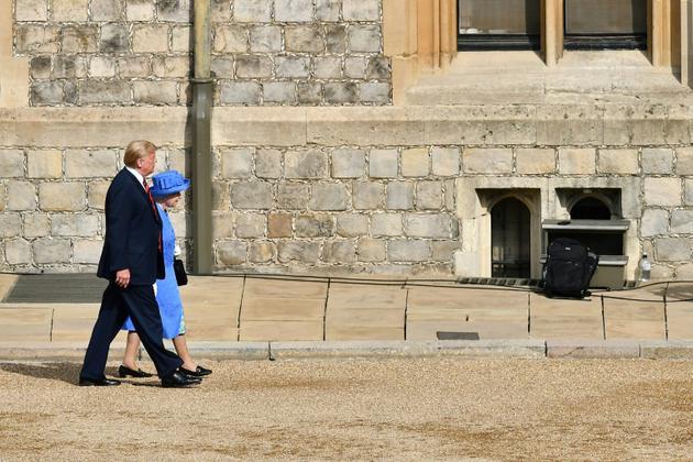 Le président américain Donald Trump et la reine Elizabeth II d'Angleterre au château de Windsor, le 13 juillet 2018 [Ben STANSALL / POOL/AFP]