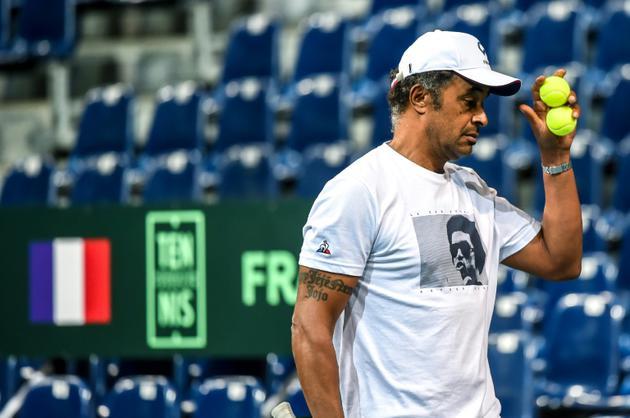 Le capitaine de l'équipe de France de Coupe Davis Yannick Noah lors d'une séance d'entraînement, le 13 septembre 2018 à Lille [Philippe HUGUEN / AFP]