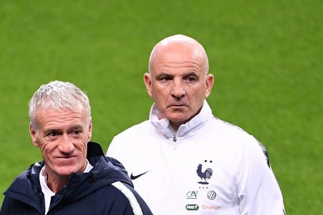L'entraîneur assistant des Bleus Guy Stephan (d) et le sélectionneur Didier Deschamps dirigent une séance d'entraînement au Stade de France, le 13 novembre 2019    [FRANCK FIFE / AFP]