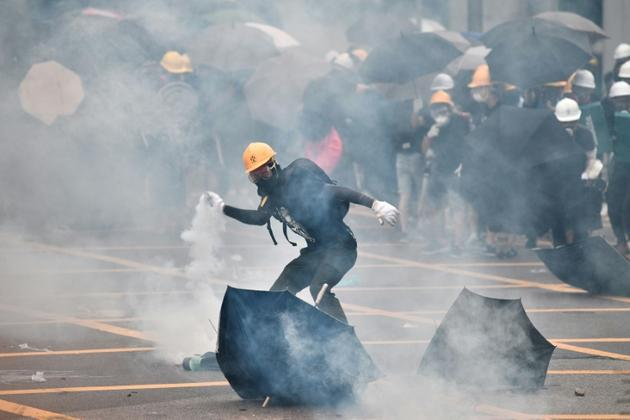 Affrontements en marge d'une manifestation dans le quartier de Yen Long à Hong Kong, le 27 juuillet 2019 [Anthony WALLACE / AFP/Archives]