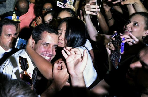 Bain de foule de l'opposant vénézuélien Juan Guaido à Buenos Aires, le 1er mars 2019 [JUAN MABROMATA / AFP]