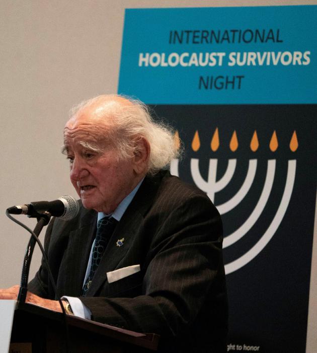 Roman Kent, passé par plusieurs camps d'extermination nazis, photographié le 4 décembre 2018 à South Orange, dans le New Jersey [Don EMMERT / AFP]