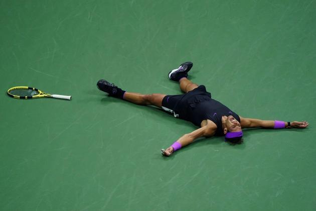 Rafael Nadal célèbre sa victoire contre Daniil Medvedev en finale de l'US Open, le 8 septembre 2019 à New York [TIMOTHY A. CLARY / AFP]