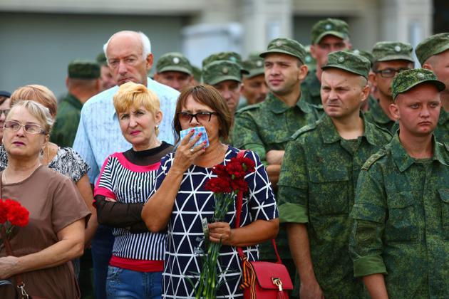 """Des dizaines de milliers de personnes ont assisté aux funérailles d'Alexander Zakharchenko """"président"""" de la République populaire de Donetsk, le 2 septembre 2018. [Aleksey FILIPPOV / AFP]"""
