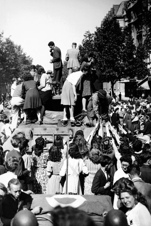 Joie intense des Parisiens à l'arrivée des chars de la 2ème Division blindée du général Leclerc, qui libèreront la ville occupée depuis quatre ans par les Allemands [- / AFP]