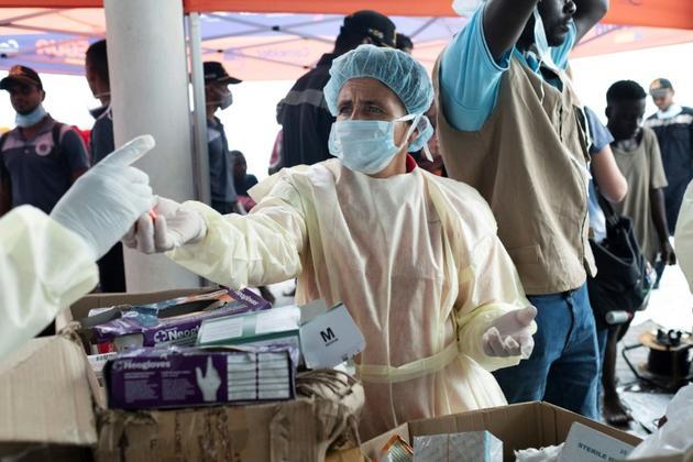 Une équipe médicale au travail dans le port de Beira, au Mozambique, le 22 mars 2019 [WIKUS DE WET / AFP]