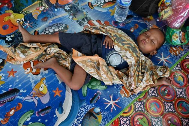 Un enfant dans un centre d'hébergement à Labuan (île de Java) le 27 décembre 2018, fait partie des milliers d'évacués après le tsunumai qui a frappé le détroit de la Sonde [ADEK BERRY / AFP]