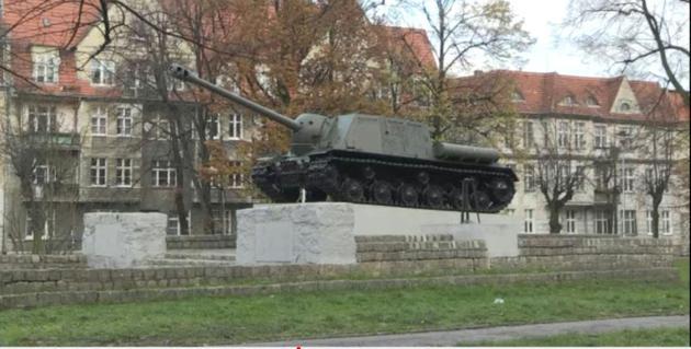 Image tirée d'une vidéo de l'AFPTV montrant un char T34 dans la ville de Malbork, en Pologne  [Maja Czarnecka / AFP]