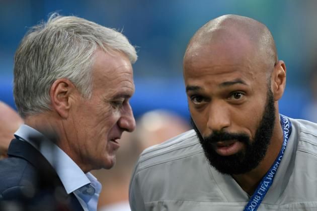 Le sélectionneur français Didier Deschamps et l'entraîneur-adjoint de la Belgique Thierry Henry après la qualification des Bleus pour la finale, le 10 juil 2018 à Saint-Pétersbourg      [GABRIEL BOUYS                      / AFP]