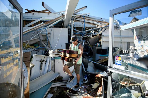 Un magasin sévèrement endommagé par le passage de l'ouragan Michael, le 12 octobre 2018, à Panama City en Floride  [Brendan Smialowski / AFP]