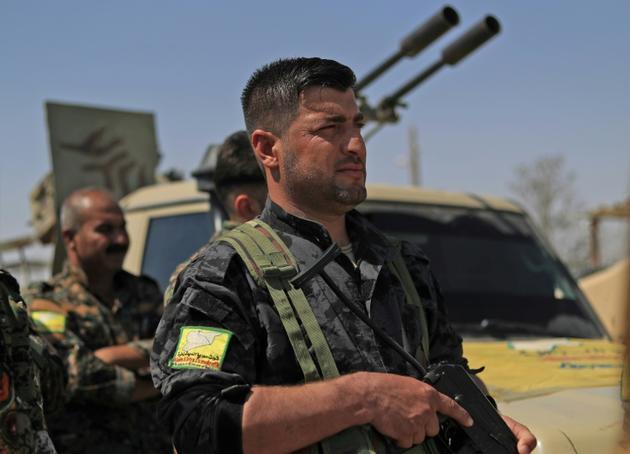 Photo prise le 11 septembre 2018 montrant des membres des Forces démocratiques syriennes (FDS, arabo-kurdes), réunis dans la ville de Chadadi, à quelque 60 km au sud de Hassaké (nord-est), et qui luttent contre le groupe jihadiste Etat islamique (EI) [Delil SOULEIMAN / AFP]