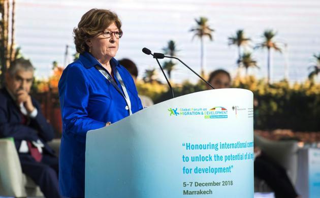 Louise Arbour, la représentante spéciale de l'ONU pour les migrations,<br /> prononce un discours devant le forum mondial sur la migration et le développementon, à Marrakech, le 5 décembre 2018 [FADEL SENNA / AFP]