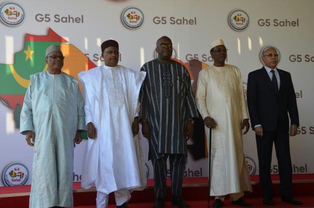 (g-d) Les présidents du G5 Sahel le Malien Ibrahim Boubacar Keita, le Nigérien Mahamadou Issoufou, le Burkinabè Roch Marc Christian Kaboré, le Tchadien Idriss Déby et le Mauritanien Mohamed Ould Cheikh El Ghazoouani, le 15 décembre 2019 à Niamey,... [BOUREIMA HAMA / AFP/Archives]