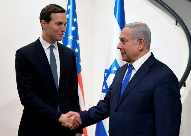 Jared Kushner (g), gendre et conseiller du président américain Donald Trump, et le Premier ministre israélien Benjamin Netanyahu à Jérusalem, le 30 mai 2019 [Matty Stern / US EMBASSY JERUSALEM/AFP]