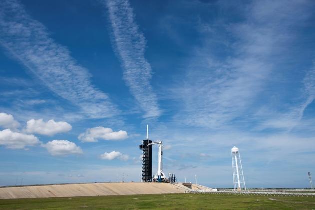 La fusée Falcon 9 de SpaceX le 1er mars 2019 sur le pas de tir 39A du Centre spatial Kennedy [Jim WATSON / AFP]