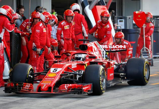 Le pilote allemand Sébastien Vettel en arrêt au stand Ferrari lors du GP du Japon de F1, le 7 octobre 2018 sur le circuit de Suzuka [ISSEI KATO / POOL/AFP]