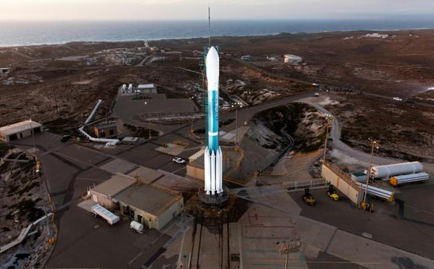 Une fusée Delta II, sur le pas de tir de la base aérienne de Vandenberg (Californie), le 16 novembre 2017 [Glenn BENSON / NASA/AFP/Archives]