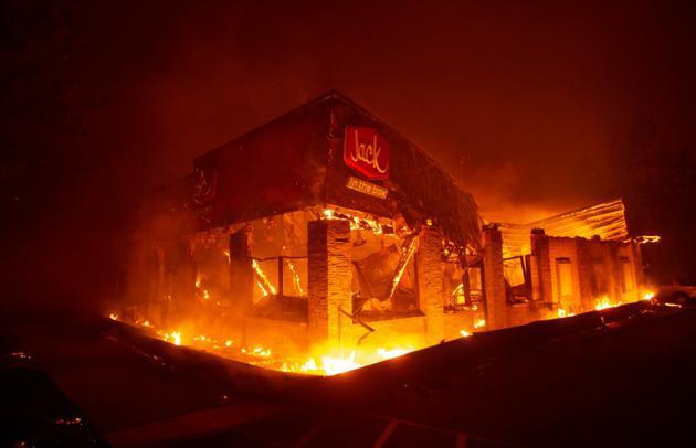 Un restaurant détruit par les flammes dans la ville de Paradise (nord de la Californie) le 8 novembre 2018 [Josh Edelson / AFP]