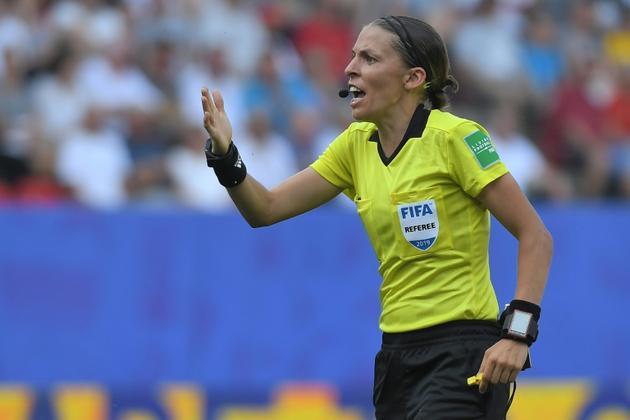 L'arbitre française Stéphanie Frappart au sifflet du match Allemagne-Suède, le 29 juin 2019 à Rennes [LOIC VENANCE / AFP/Archives]