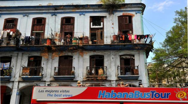 """""""La Havane est commefigée dans le temps. La révolution s'est occupée du pays"""", explique l'historien officiel de la capitale [YAMIL LAGE / AFP]"""