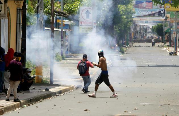 Heurts entre manifestants et forces de police à Monimbo, près de Masaya, à 40 km de Managua, le 2 juin 2018 au Nicaragua [INTI OCON / AFP]