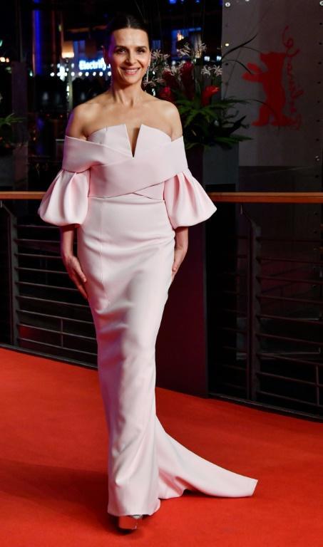 L'actrice française et présidente de la Berlinale 2019 Juliette Binoche pose avant la cérémonie de clôture de la 69e Berlinale le 16 février 2019 à Berlin [John MACDOUGALL / AFP]