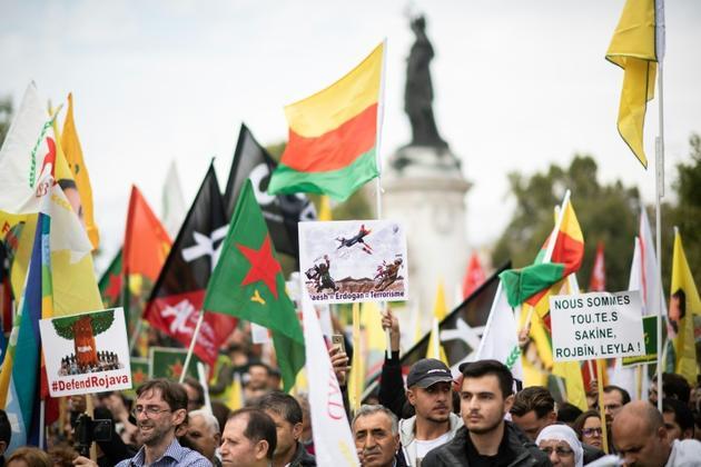 Manifestation à Paris le 2/10/2019, pour protester contre l'offensive turque dans le nord de la Syrie, malgré le tollé international et les menaces de sanctions américaines [Martin BUREAU / AFP]