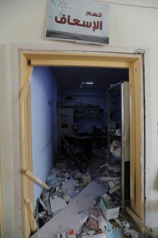 Photo prise le 8 septembre 2018 montrant des dégâts dans un hôpital à la suite d'une frappe aérienne dans la ville de Hass, dans la sud de la province d'Idleb, dans le nord-ouest de la Syrie [OMAR HAJ KADOUR / AFP]