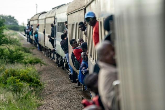"""Le """"train de la liberté circule bondé le 29 janvier 2019 au Zimbabwe [Zinyange Auntony / AFP]"""