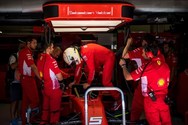 L'Allemand Sebastian Vettel entre dans sa voiture lors des qualifications du GP de F1 d'Autriche le 29 juin 2019 [ANDREJ ISAKOVIC / AFP]