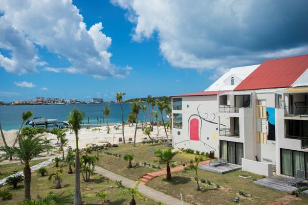 Un hôtel réouvert après travaux sur la plage de Nettlé Bay, sur l'île de Saint-Martin, le 27 février 2018 [Lionel CHAMOISEAU / AFP/Archives]