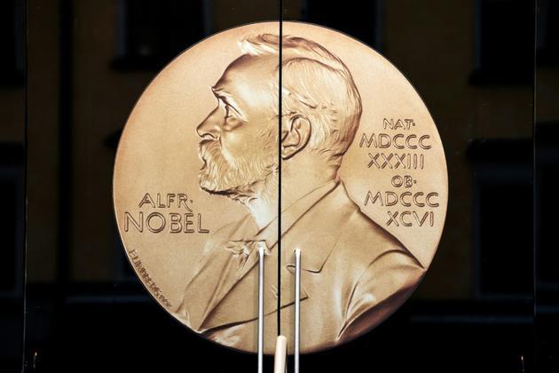 Le profil d'Alfred Nobel orne la porte d'entrée du musée éponyme à Stockholm, le 4 octobre 2019. [Jonathan NACKSTRAND / AFP/Archives]