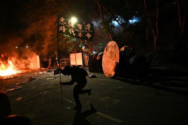Affrontements sur le campus de l'Université chinoise de Hong Kong dans la nuit du 12 au 13 novembre 2019 [Philip FONG / AFP]
