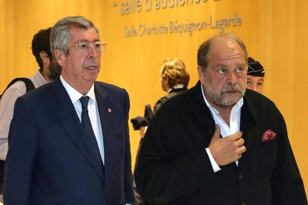 Le maire LR de Levallois-Perret Patrick Balkany (g) et son avocat Eric Dupond-Moretti quittent le tribunal, le 13 mai 2019 à Paris [JACQUES DEMARTHON / AFP/Archives]