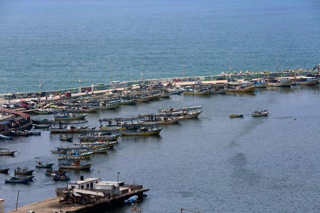 Photo prise le 17 juillet 2018 montrant des bateaux de pêche au port de Gaza, Israël réduisant la zone de pêche sur la côte de 6 à 3 milles [SAID KHATIB / AFP]