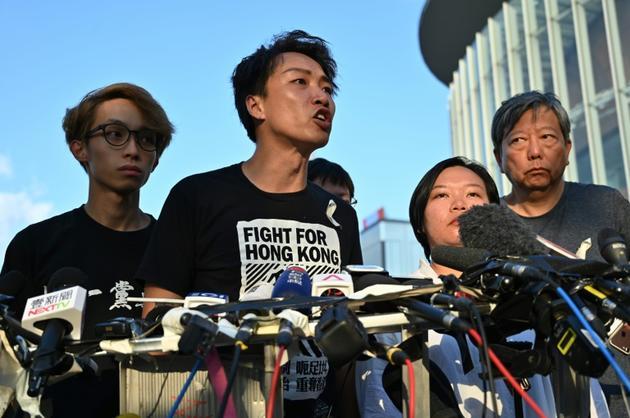 Jimmy Sham, du Civil Human Rights Front, parle aux journalistes à Hong Kong le 15 juin 2019 [HECTOR RETAMAL / AFP]