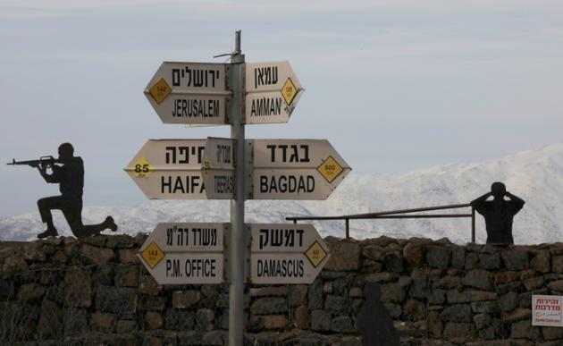 Des soldats israéliens avec en arrière plan le mont Bental sur la partie du plateau du Golan occupée par Israël, le 20 janvier 2019 [JALAA MAREY / AFP]