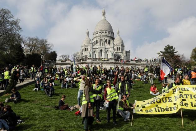 """Manifestation de """"gilets jaunes"""" devant le Sacré Coeur à Montmartre, le 23 mars 2019 à Paris [Geoffroy VAN DER HASSELT / AFP]"""