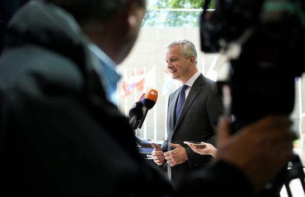 Le ministre français Bruno Le Maire parle aux journalistes en marge d'une rencontre de l'Eurogroupe à Luxembourg, le 13 juin 2019 [JOHN THYS / AFP]