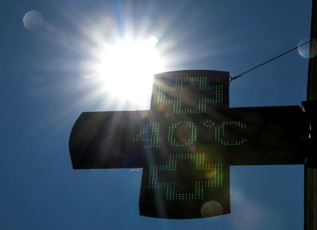 Un thermomètre indique 40°C, le 27 juillet 2018 à Lille, dans le nord de la France [DENIS CHARLET / AFP/Archives]