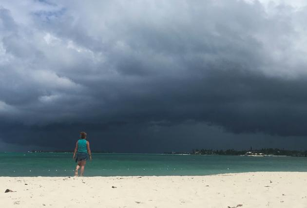 Nuages de pluie au-dessus de Nassau, aux Bahamas, le 12 septembre 2019 [Andrew CABALLERO-REYNOLDS / AFP]