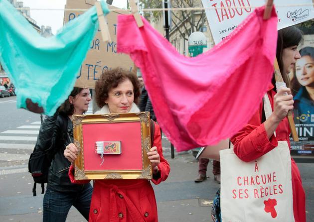 En 2015, grâce à la mobilisation de collectifs féministes, le taux de TVA appliqué aux protections hygiéniques avait été ramené à 5,5% [JACQUES DEMARTHON / AFP/Archives]