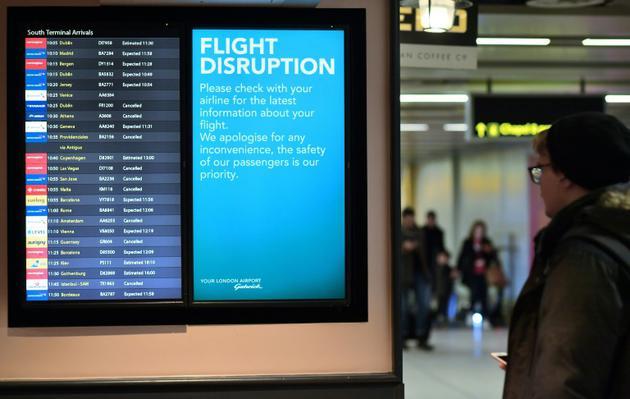 Des vols annulés ou retardés après le signalement de drones volant à basse altitude à proximité de l'aéroport de Gatwick, le 21 décembre 2018 à Londres [Ben STANSALL / AFP/Archives]