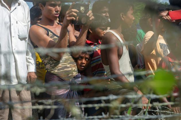 """Des réfugiés rohingyas dans une zone frontalière dite """"no man's land"""" entre la Birmanie et le Bangladesh, le 29 juin 2018 à Maungdaw, dans l'Etat Rakhine [Phyo Hein KYAW / AFP]"""